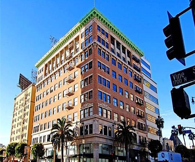 Broadway Hollywood, The