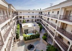 La Playa Court
